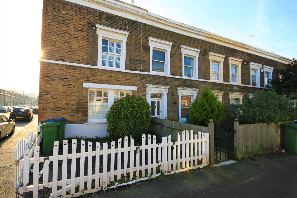 beautiful period terraced three bedroom house ideally located in East Greenwich.