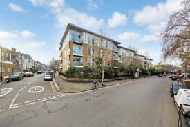 << Stunning Two bedroom Flat >> In the heart of East Dulwich, perfect for sharers, call now to view!