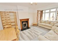 1 bedroom flat in Waldemar Avenue, Ealing, W13
