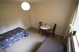 ***TWIN ROOM***TO RENT IN TUFFNELL PARK!!! JUST A MINTUE TO THE STATION WITH HALF MONTH DEPOSIT 14B