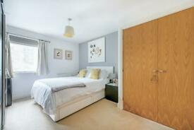 2 bedroom flat in St. Georges Grove, London, SW17