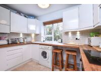 Spacious two bedroom property available to rent in Honor Oak - Sydmons Court