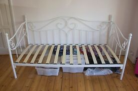 Day Bed - Amy, white metal single day bed