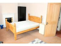 STUDENT ACOM GOING FAST!!!!! £500 DOUBLE BEDROOMS WITH FURNITURE AND DESK