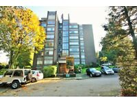 2 bedroom flat in Westchester Court, Westchester Drive, Hendon, NW4