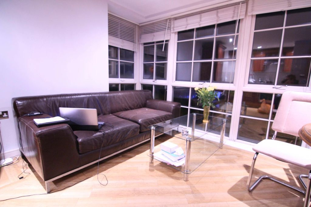 2 BED MODERN APARTMENT IN ROMFORD. 5 MINS WALK TO THE ROMFORD STATION. £1100PCM