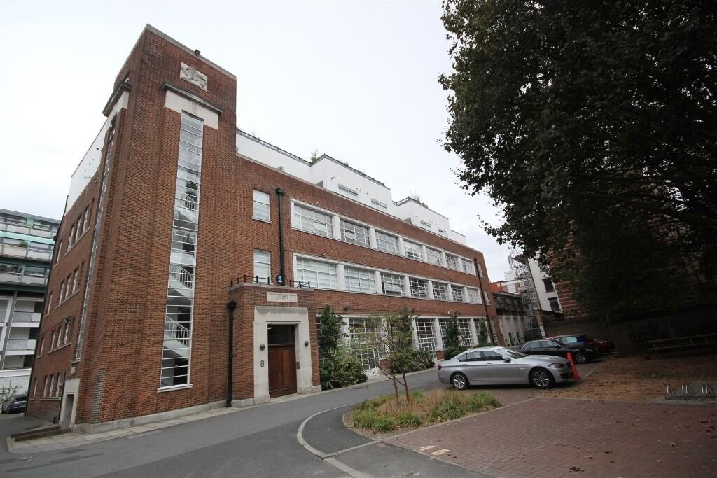 Oppida Estates are proud to market this 900 ft sq one bedroom apartment at Blue Lion Place.