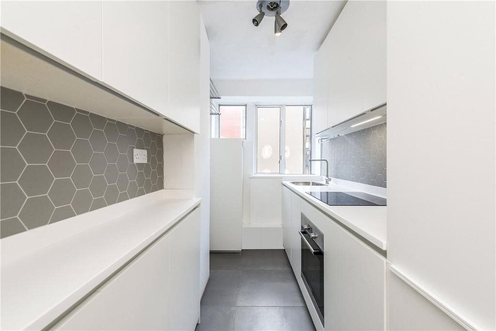 Ultra-Modern Two Bed Purpose Built Apartment, Moments From Tooting Broadway Underground - SW17
