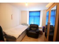 ALL BILLS INCLUSIVE, STUDIO FLAT NEAR ALL SAINTS DLR STATION. DSS CONSIDERED