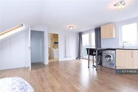 1 bedroom in Norbury Crescent, London, SW16