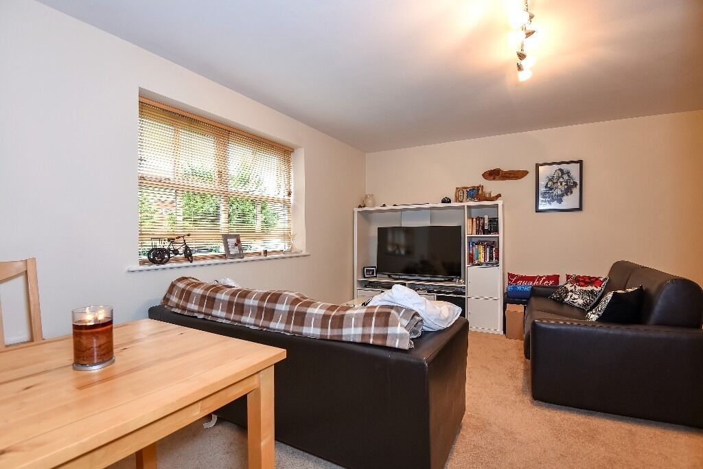 Two Double bedroom Flat, Massingberd Way, Tooting Bec SW17, £1495 Per Month