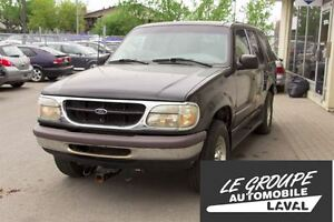 1998 Ford Explorer XL/4X4/Attache pour Remorquage/Pelle Déneigem