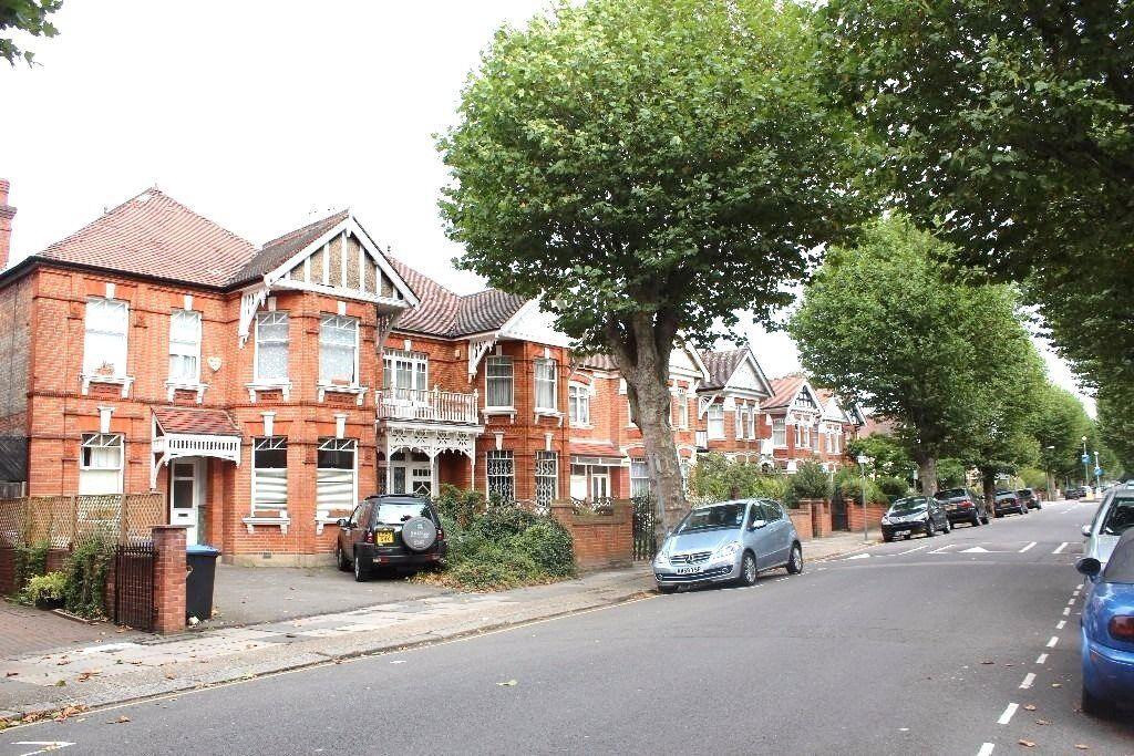 1 bedroom flat in Teignmouth Road, Mapesbury,, Willesden Green
