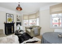 Ravensbury Road - A lovely three bedroom flat to rent in Earlsfield