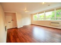 !!!! MASSIVE STUDIO FLAT IN FANTASTIC LOCATION WITH WOODEN FLOORS THROUGHOUT TO GREAT PRICE !!!!