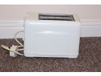Toaster in very good condition for sale