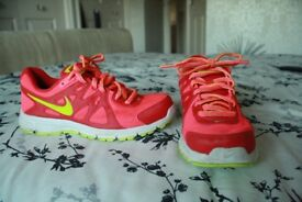 Girls / Ladies Nike Running Shoes Size 5 (Eur 38.5)