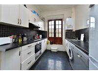 St PAULS ROAD, N1: -BEAUTIFUL SPLIT LEVEL HOUSE -OVER 1000 SQ FT -TERRACE -PRIME LOCATION