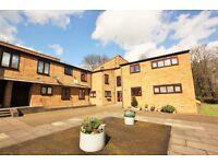 2 bedroom flat in Woodburn Close, Hendon, NW4