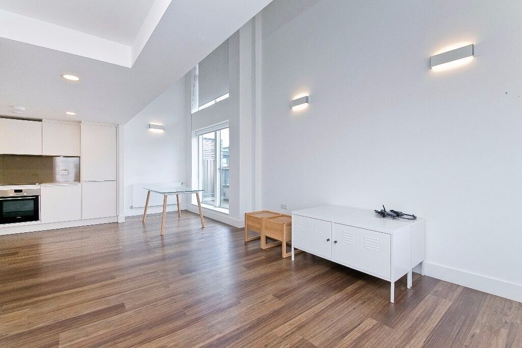 STUNNING 2 BED WITH PRIVATE TERRACE -MODERN-GYM+CONCIERGE