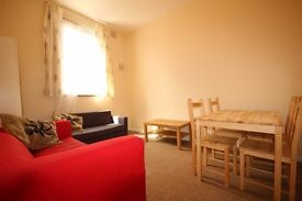 4/5 DOUBLE BEDROOM, 2 BATH HOUSE, GREAT TRANSPORT LINKS INTO CENTRAL LONDON! 24 BUS ROUTE TO UCL!!