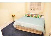 En-suite double room in South Wimbledon. Available 01/02