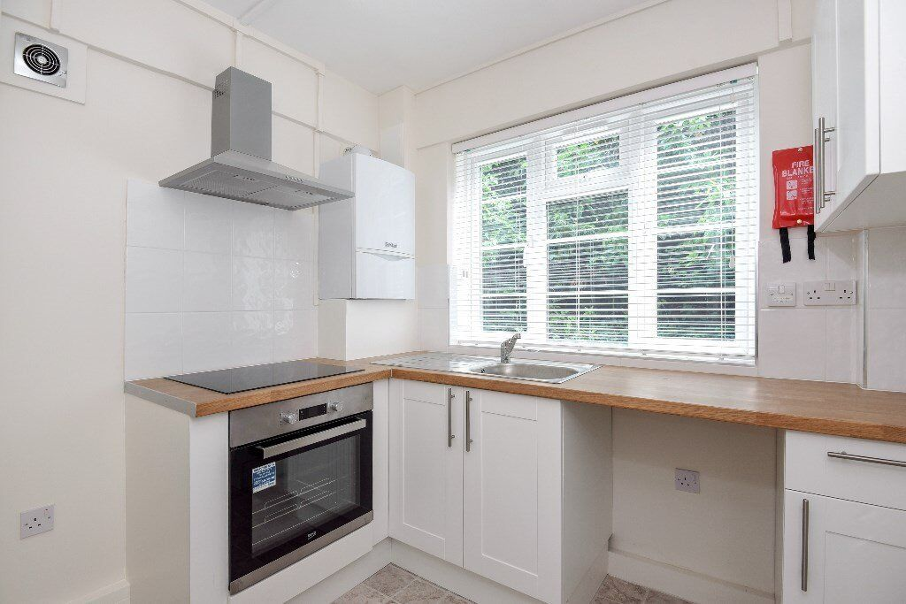 OAK - A lovely ground floor recently renovated two double bedroom property to rent