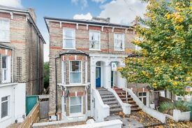 A stunning 1 double bed raised ground floor flat set in a Victorian property in East Dulwich SE22.