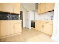 Double room with en suite located close to East Acton Station & amenities