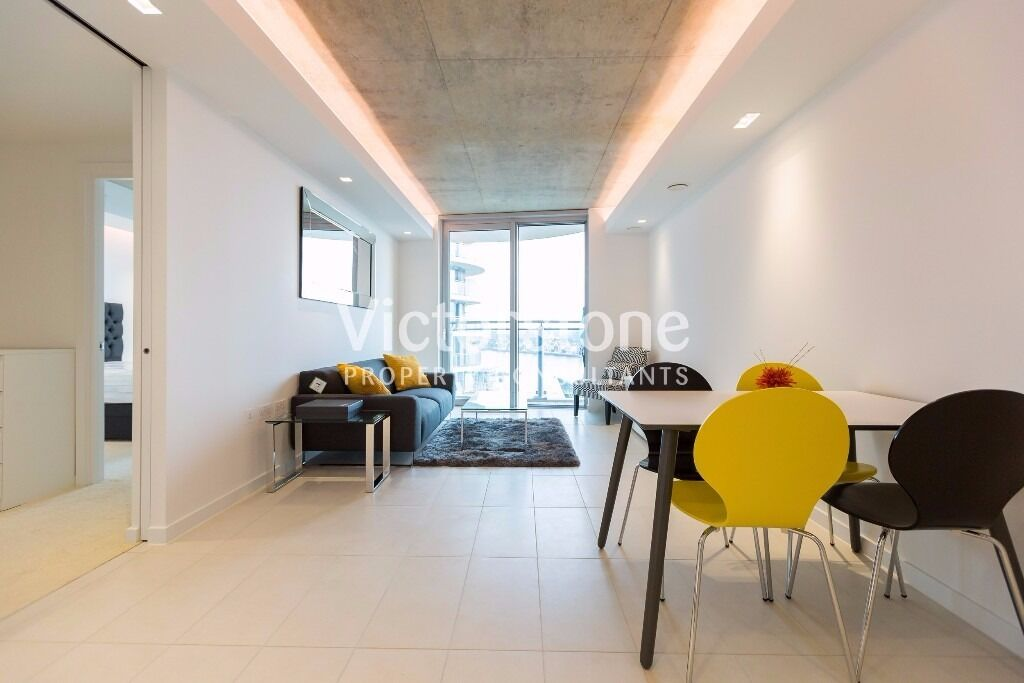 MUST SEE ONE BEDROOM APARTMENT IN HOOLA BUILDING CANARY WHARF CANNING TOWN BRAND NEW BALCONY