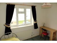 DOUBLE Room in Worthing £100 p/w for Full-time Workers and Professionals