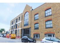 ** Stunning Warehouse Conversation Large Studio Suite apartment, concierge, Canary Wharf, E14 - AW
