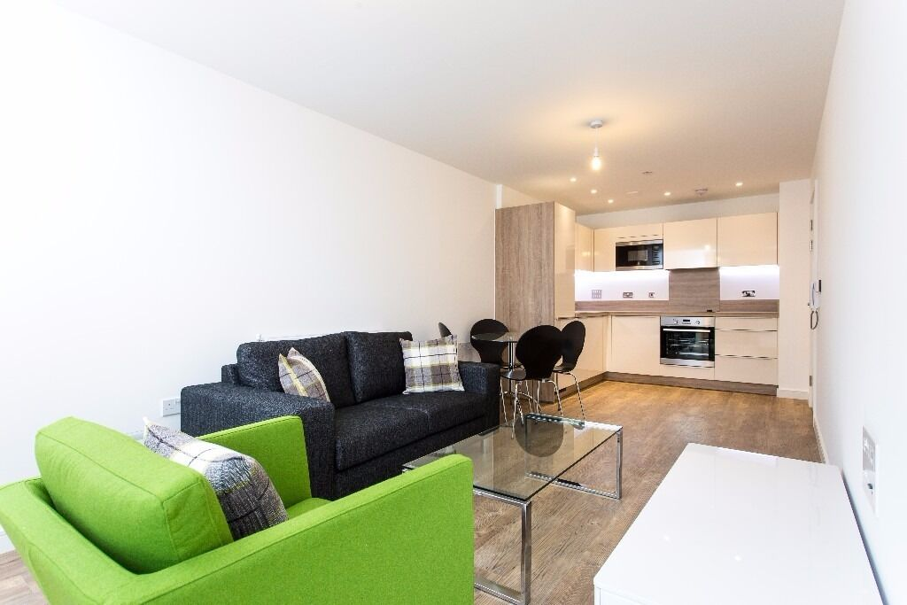- Beautiful 1 bedroom property next to DLR - £315pw - available before Christmas to move in!