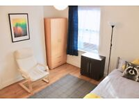 ★Large Single Room Is Available next to the East Ham station★