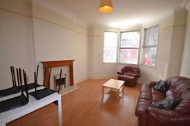 *SPLIT LEVEL 2 BEDROOM GARDEN FLAT!* NO FEES TO TENANTS