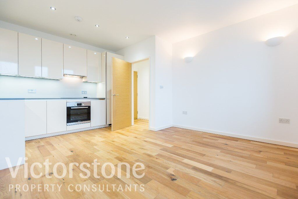 STUNNING NEW ONE DOUBLE BEDROOM FLAT IN WEST HAM AVAILABLE NOW £323 PER WEEK CANARY WHARF STRATFORD