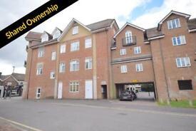 2 bedroom flat in Elbourne House, Lumley Road, RH6