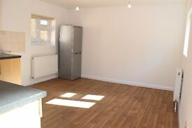 4 beds on CHATSWORTH ROAD, unfurnished,2baths and back patio (clapton, hackney, homerton, lea bridge