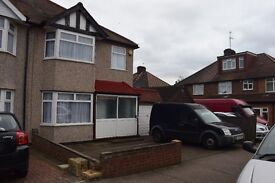 Large 4 bed house with garage to rent in Edgware / Burnt Oak