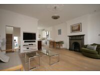 Stunning 2 bedroom flat in Earls Court with private entrance, roof terrace and spacious lounge