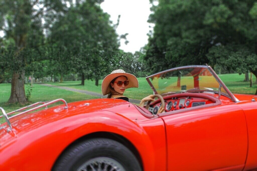 Models needed by female photographer for a classic car