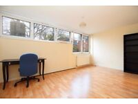 Spacious 4 bedroom flat in Archway