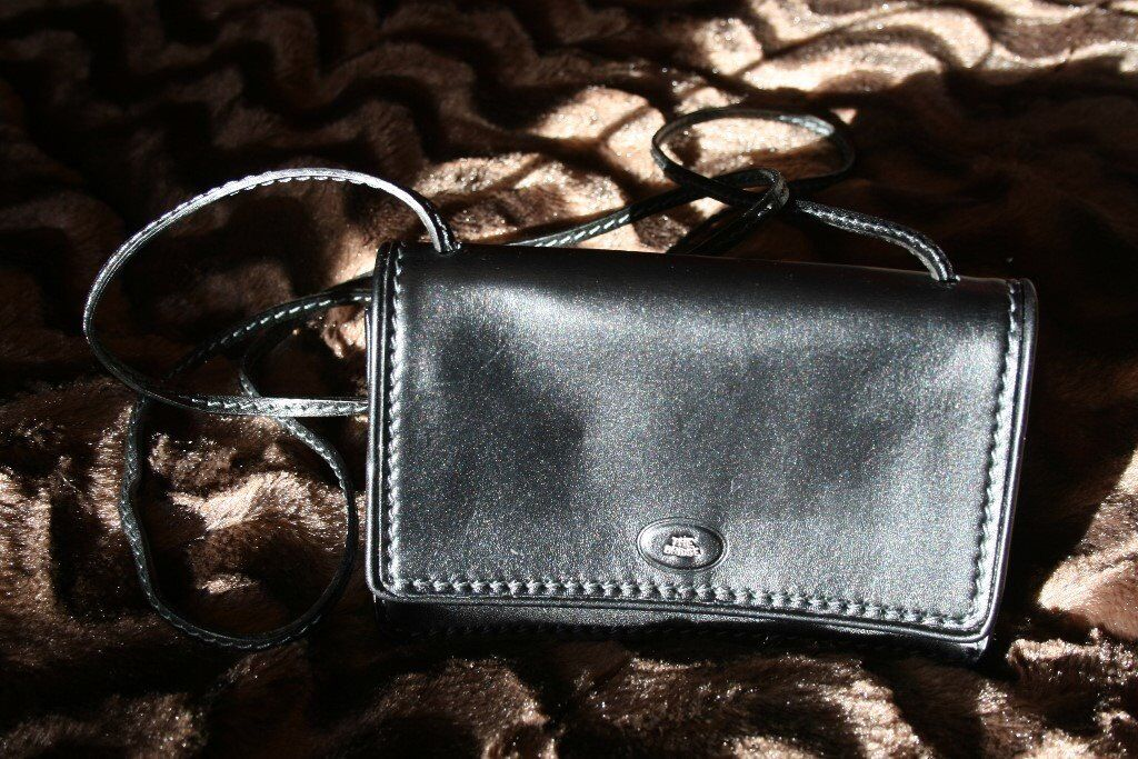 Las Small Black Leather Handbag Made By Italian Company Called The Bridge