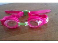 Girl's Junior Speedo goggles SE9 -£4