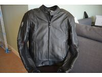 Top Quality Richa Leather Jacket Excellent Condition bought for £180 Size 52 M/L