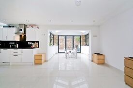Stunning two bedroom garden flat to rent in Islington! Avaialble now! £460 per week!