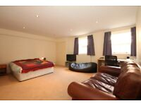 Large double bedroom available in Liverpool City Centre, L8. Bathroom, lounge and kitchen facilities