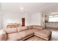 3 DOUBLE BEDROOM 2 BATHROOM DUPLEX APARTMENT AVAILABLE NOW, SHORT WALK TO ISLAND GARDENS DLR STATION