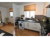 SW18 3 bedroom flat to let inc large secure separate storeage room for bikes etc