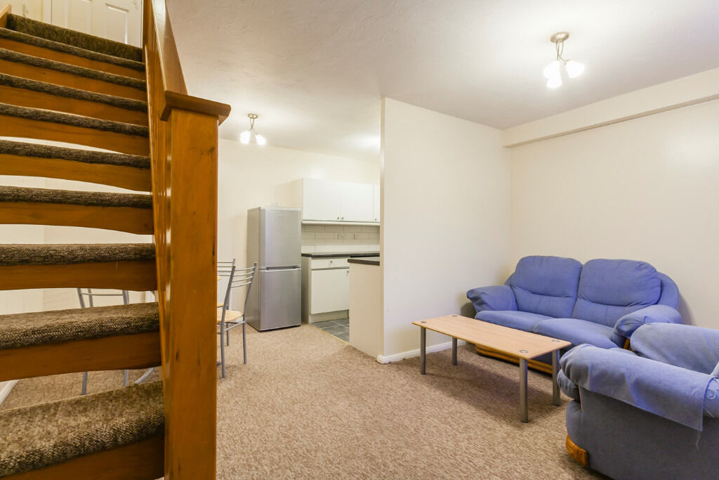 LARGE ONE BEDROOM HOUSE TO RENT IN HENDON